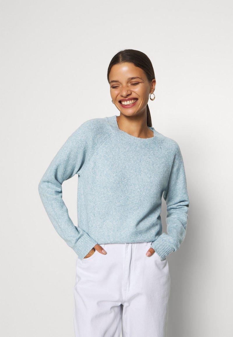 Vero Moda Petite - VMDOFFY NECK BLOUSE  - Pullover - blue
