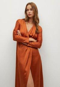 Mango - FLIESSENDES - Cocktail dress / Party dress - bräunliches orange - 4