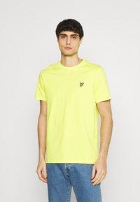 Lyle & Scott - PLAIN - T-shirt - bas - buttercup yellow - 0