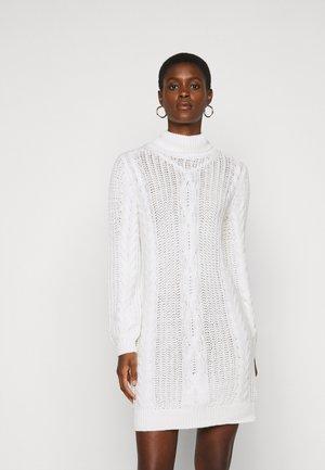 OBJAVA ROLLNECK DRESS  - Strikket kjole - gardenia