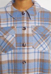 Vero Moda - VMSHAY SHIRT - Skjorte - pristine/allure - 7