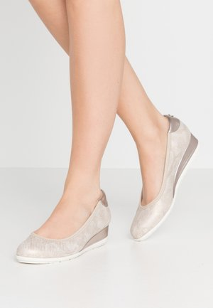 Wedges - champagne