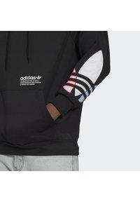 adidas Originals - ADICOLOR TRICOLOR TREFOIL HOODIE UNISEX - Luvtröja - black - 5