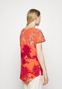 Expresso - FRANCIEN - Print T-shirt - coral - 2