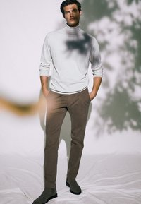 Massimo Dutti - SLIM FIT - Chinos - brown - 2