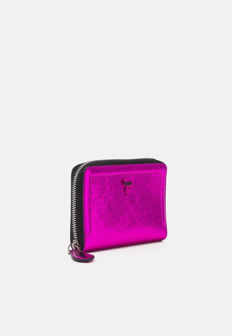 KARL LAGERFELD - IKONIK 3D PIN FOLD - Peněženka - pink