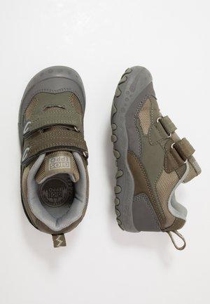 Touch-strap shoes - kaki