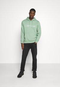 Calvin Klein - LOGO HOODIE - Sweatshirt - green - 1