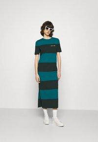 Lacoste LIVE - Jersey dress - plumage/danube - 1