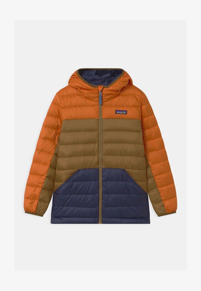 Patagonia - BOYS REVERSIBLE HOODY - Down jacket - desert orange