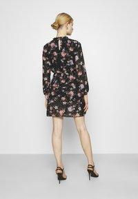 ONLY - ONLVIVIAN FLOWER FRILL DRESS - Denní šaty - black - 2