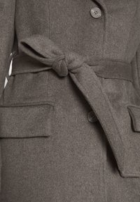 Bruuns Bazaar - CATARINA NOVELLE COAT - Klasický kabát - major brown - 5