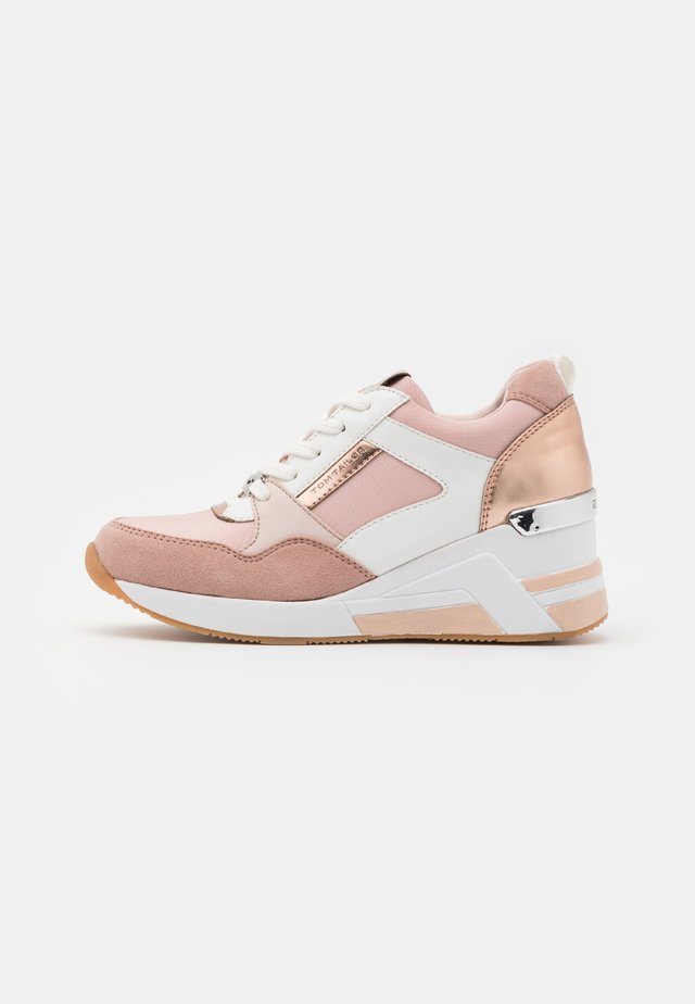 Trainers - rose/white