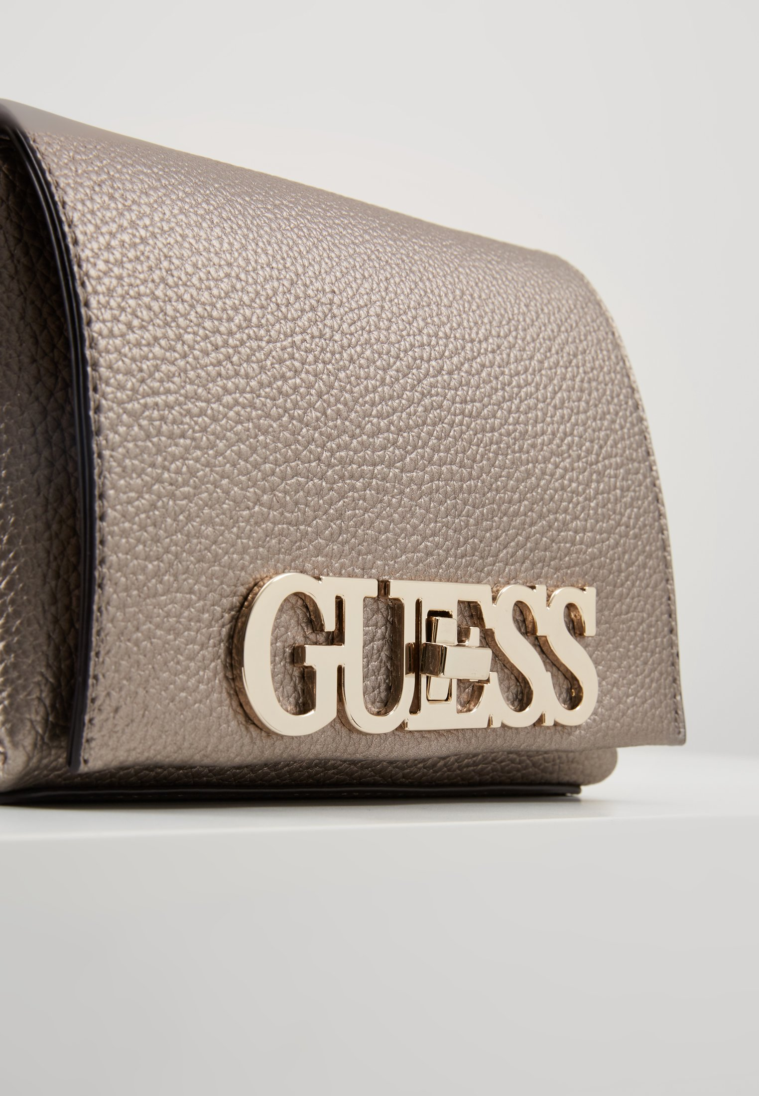 Guess Uptown Chic Mini Xbody Flap - Skuldertasker Pewter