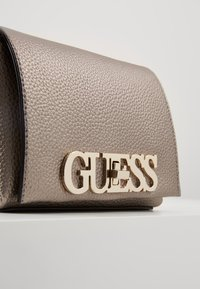 Guess - UPTOWN CHIC MINI XBODY FLAP - Bandolera - pewter - 6