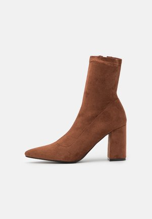 ARIANE - Classic ankle boots - brown