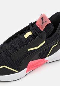 Puma - PROVOKE XT - Sportovní boty - black/ignite pink - 5
