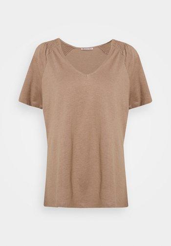 T-shirts - light brown