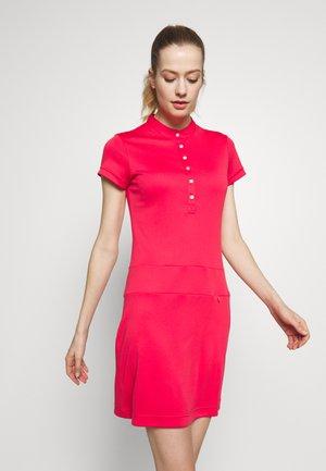 SELENA CAP DRESS - Žerzejové šaty - sangria