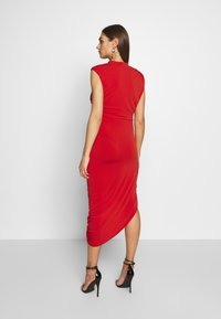 WAL G. - HIGH NECK MIDI DRESS - Koktejlové šaty / šaty na párty - red - 2