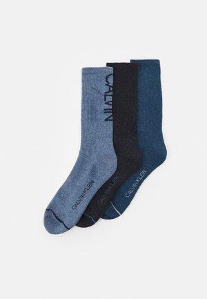 MENS CREW ATHLEISURE GAVIN 3 PACK - Ponožky - blue/light blue