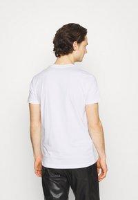 Diesel - DIEGOS - Print T-shirt - white - 2