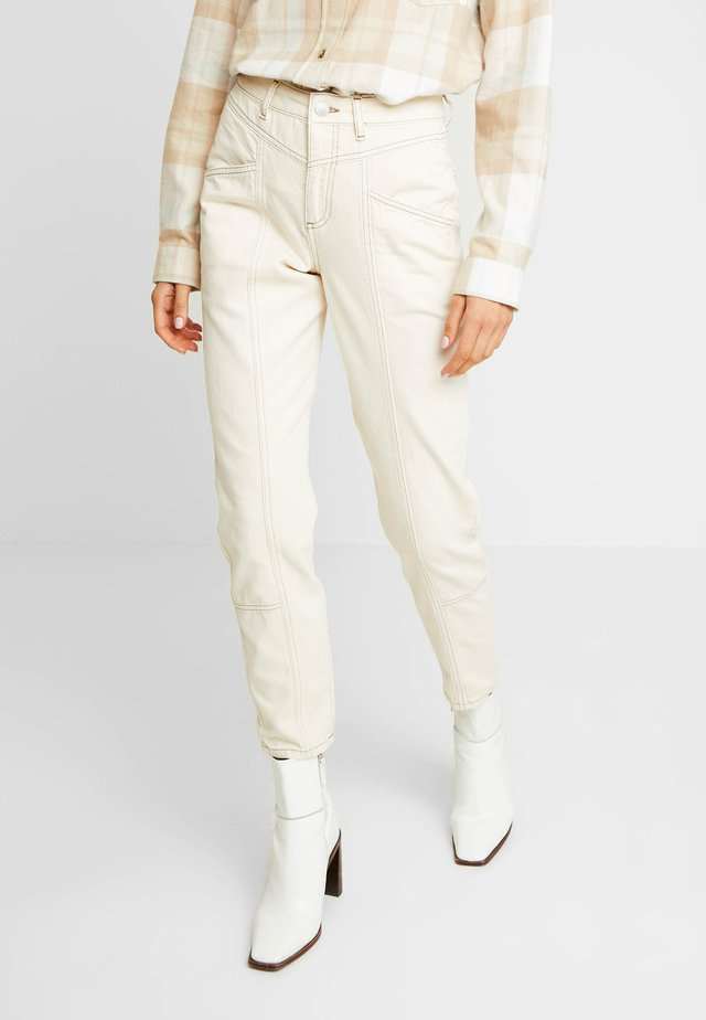 MOM SEAM CONTRAST STITCH - Jeansy Relaxed Fit - ecru