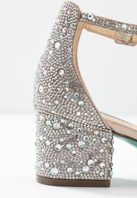 Blue by Betsey Johnson - MARI - Sandály - champagne - 2