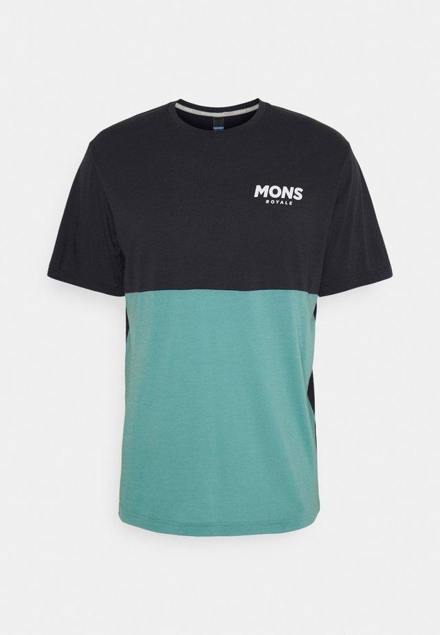 TARN FREERIDE - T-shirt med print - iron/sage