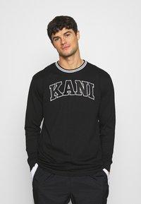 Karl Kani - SERIF LONGSLEEVE - Long sleeved top - black - 0