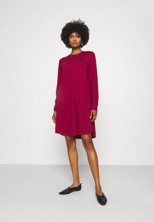 DRESS - Pletené šaty - orchid