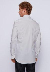 BOSS - HENNING - Kostymskjorta - white - 2