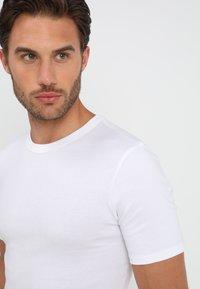 Zalando Essentials - 3 PACK - Undershirt - white - 4