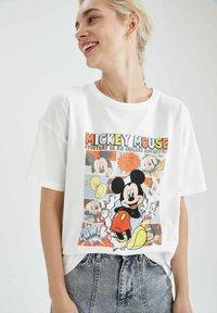 DeFacto - DISNEY - T-shirt con stampa - white - 5