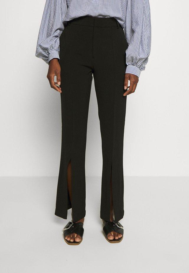 ZAYNAIW PANT - Pantalones - black