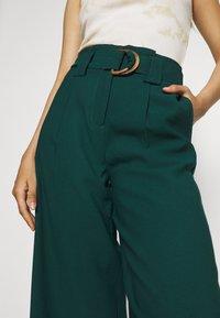 Vero Moda - VMORLA PANTS - Trousers - sea moss - 5