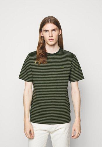 CHARLES STRIPE - Print T-shirt - lake green