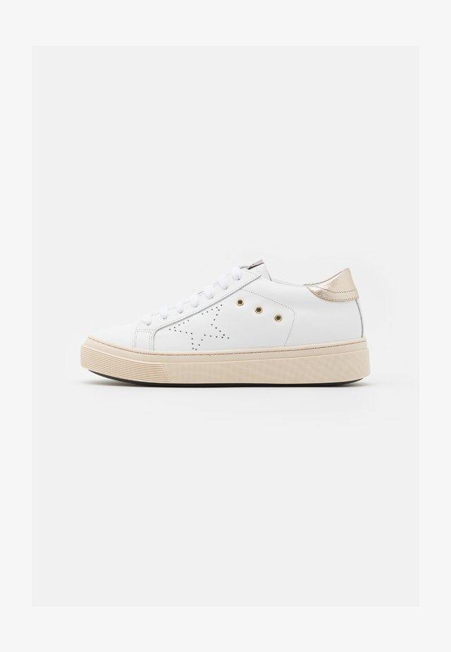 ANDREA  - Sneakers basse - bianco/platino