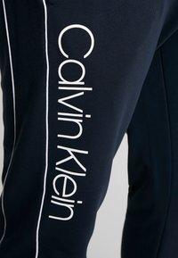 Calvin Klein - LOGO PRINT PANT - Träningsbyxor - blue - 4