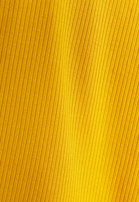 RVCA - LEMMON  - Vestido de tubo - amber - 2