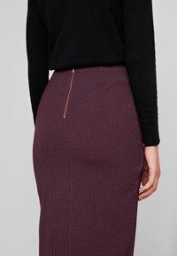 Closet - MIDI PENCIL DRESS - Pencil skirt - maroon - 5
