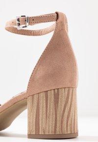 Marco Tozzi - Sandaalit nilkkaremmillä - nude - 2