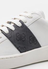 Guess - VERONA STRIPE - Trainers - white/copper - 5