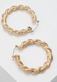 ERASE - TWIST CHUNKY HOOP  - Øredobber - gold-coloured - 3
