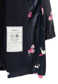 Tom Joule - Waterproof jacket - marineblau einhorn floral - 4