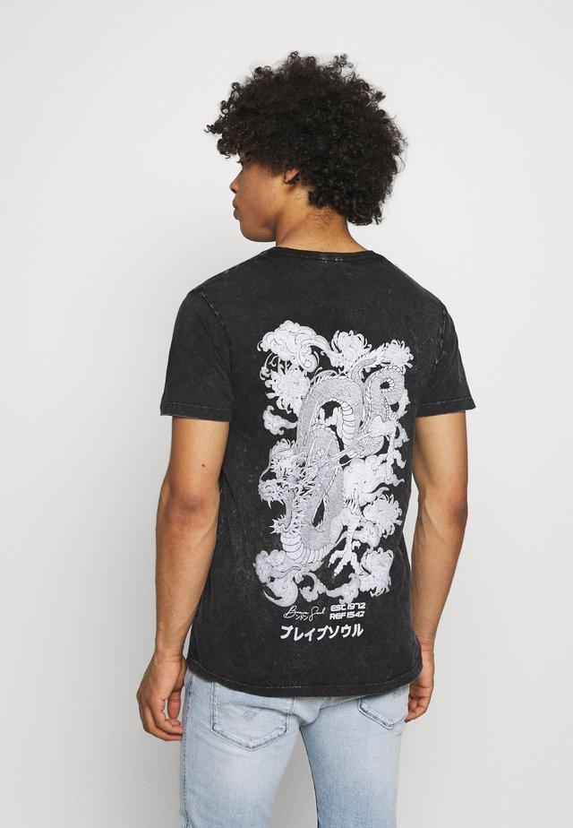 T-shirt con stampa - black acid wash