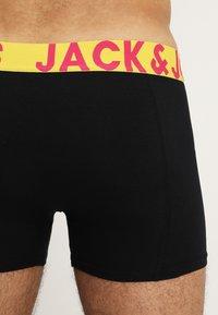 Jack & Jones - JACCRAZY SOLID TRUNKS 3 PACK - Underkläder - black/navy blazer/black - 2