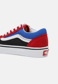 Vans - UY OLD SKOOL - Trainers - chili pepper/nautical blue - 4