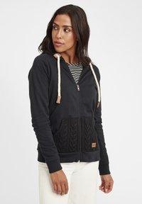 Oxmo - MATILDA - Zip-up hoodie - black - 3