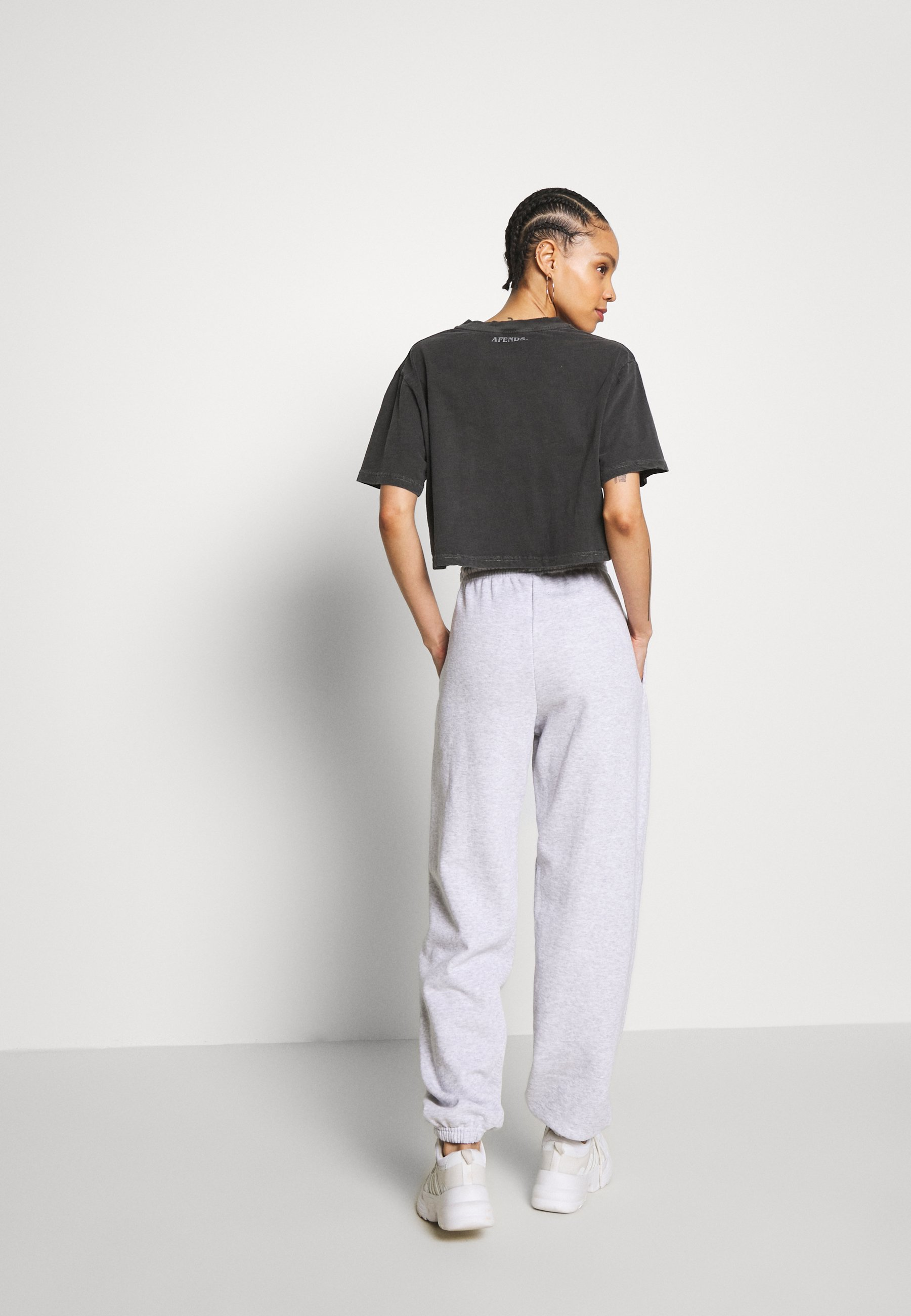 BDG Urban Outfitters PANT - Joggebukse - grey